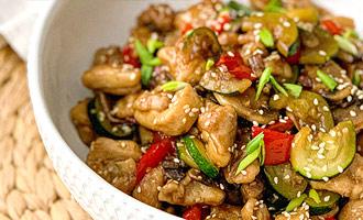 Куриное филе с овощами в азиатском стиле