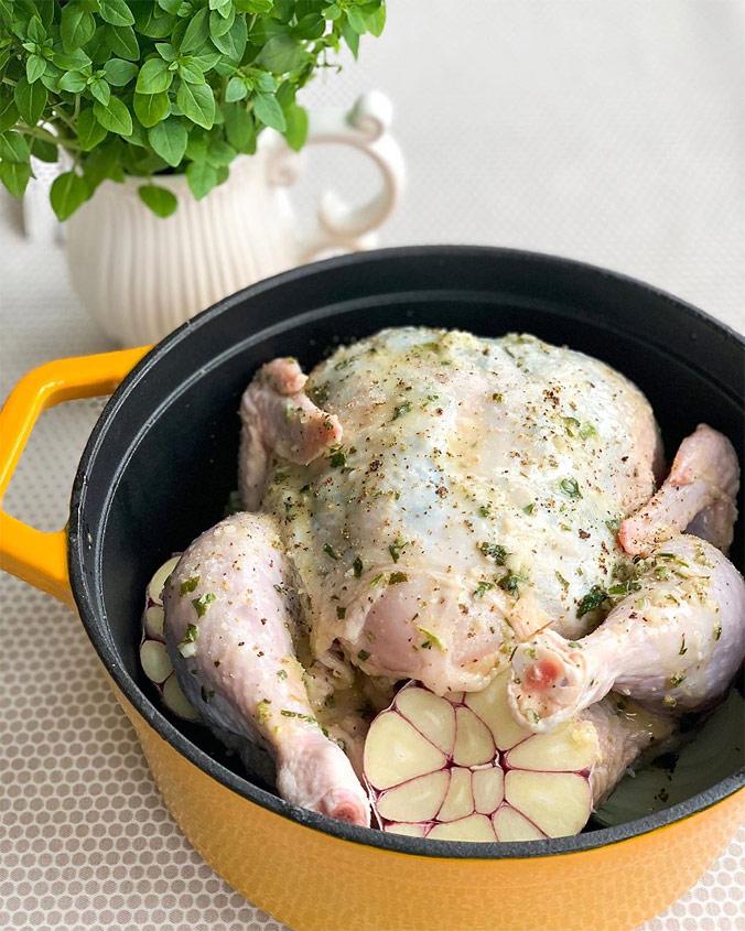 Курица в кастрюле