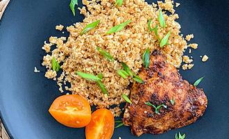 Рис из цветной капусты с куриными бедрами