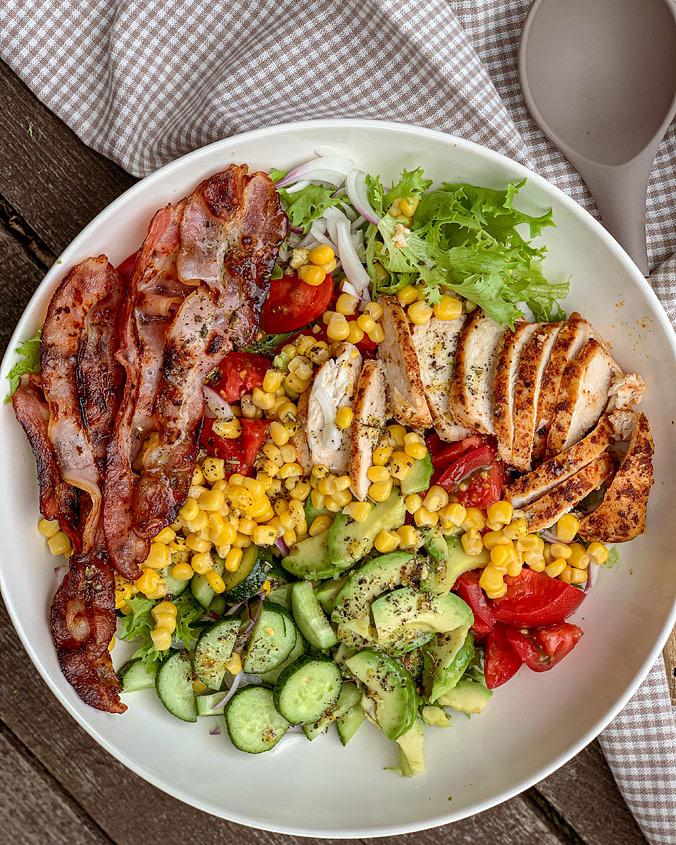 Большой салат с курицей