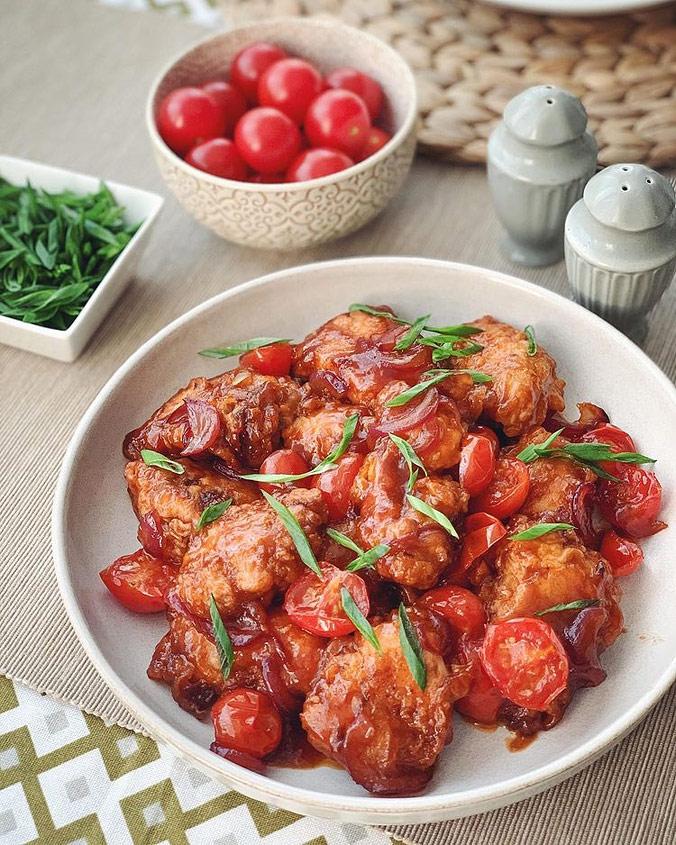 Куриное филе в кляре и густом соусе