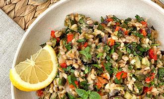 Салат из полбы с запеченными овощами